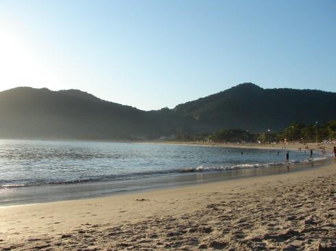 Olha aí a praia vazia!